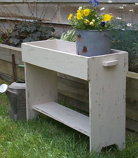 WN104 Old Crock Potting Bench