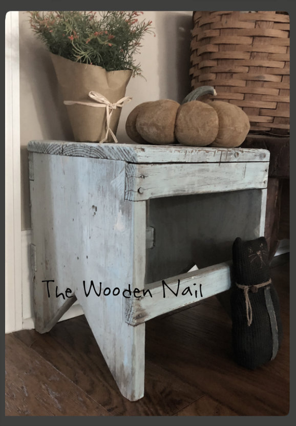 WN184 Prim Barn Stool