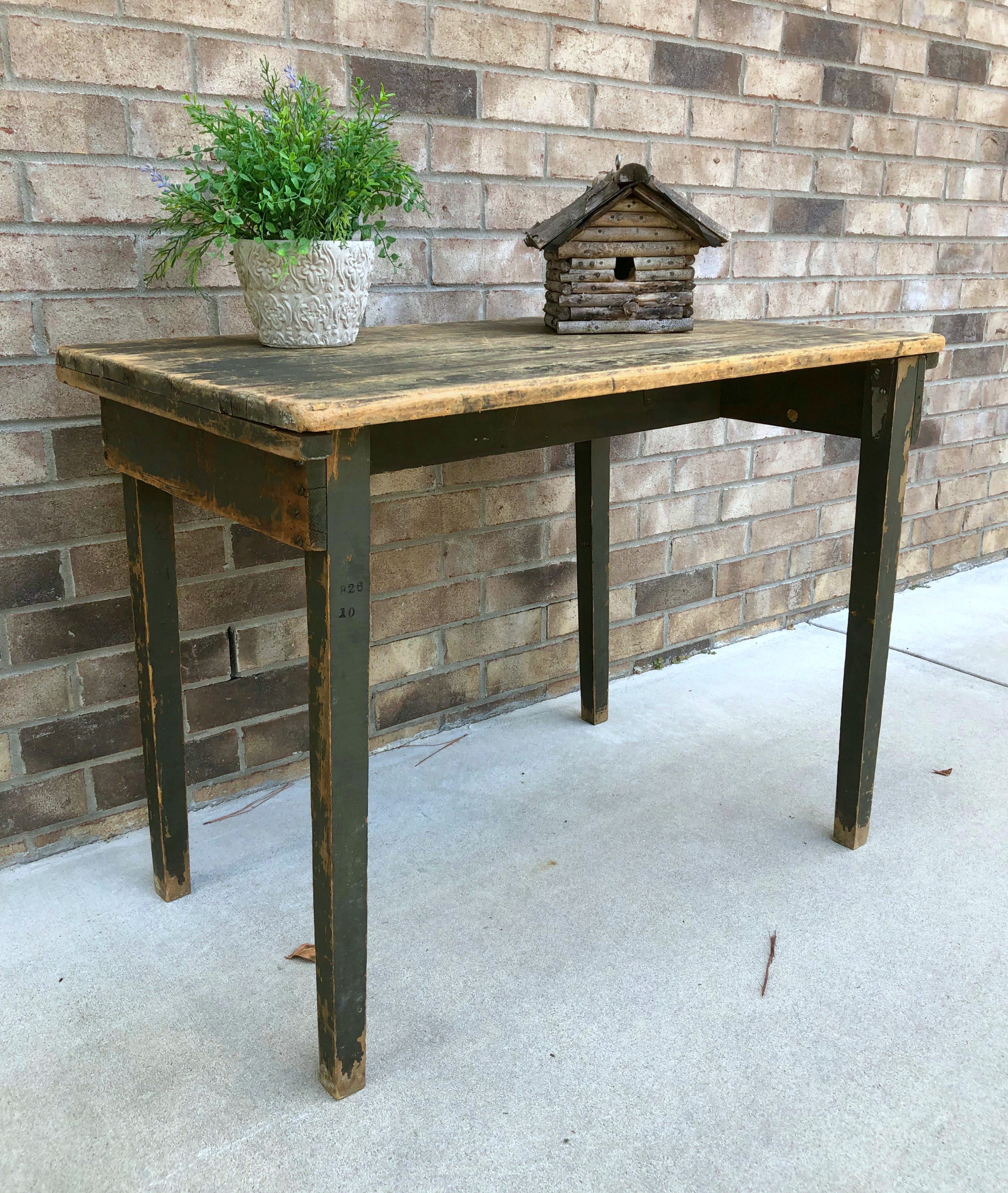 WN188 Old Field Table